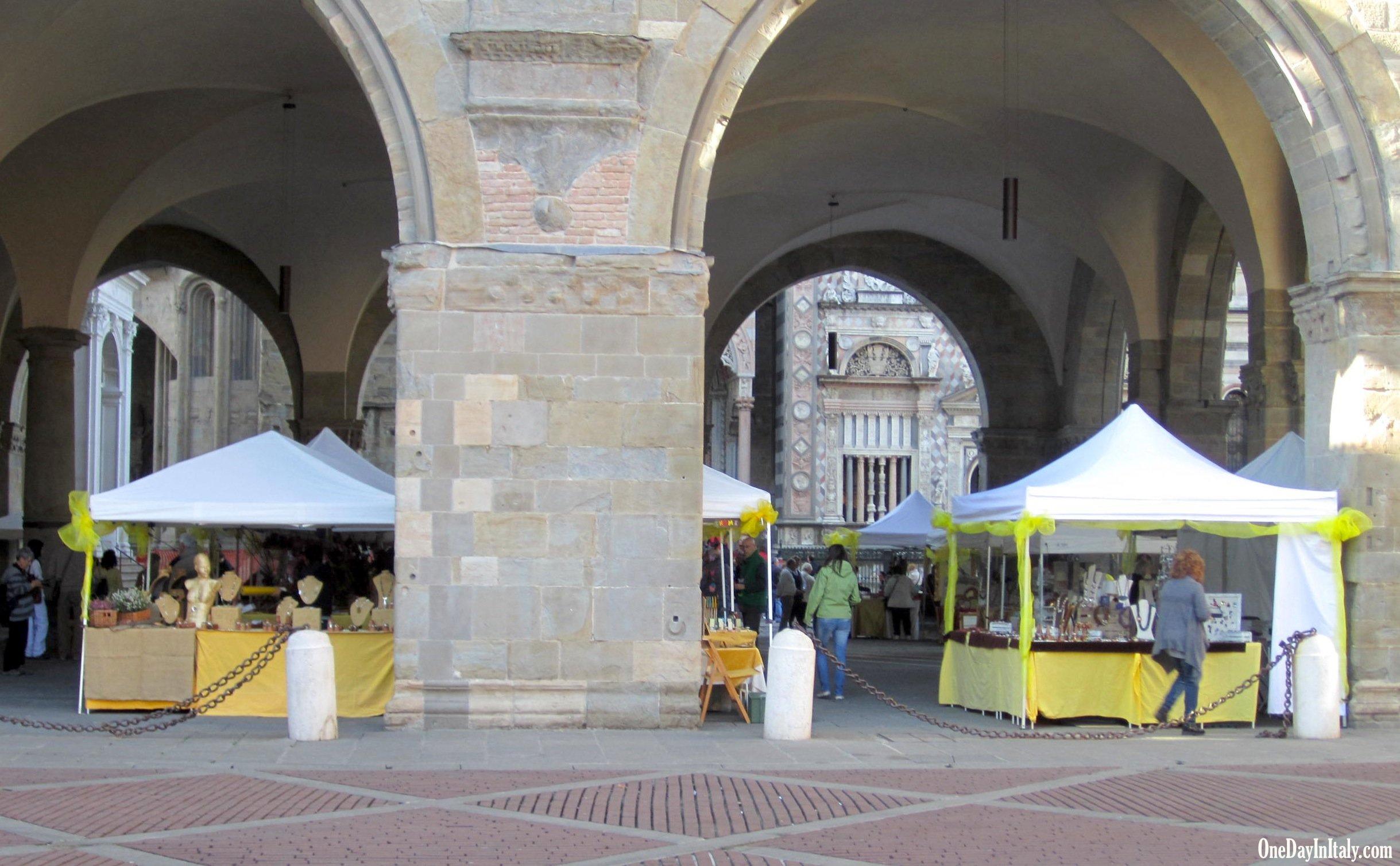 Handcrafts fair in Piazza Vecchia, Bergamo's Città Alta